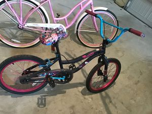 Schwinn and monster high bikes for Sale in Jonesboro, GA