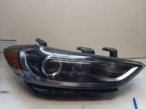 2017 2018 Elantra headlight right side. for Sale in Lynwood, CA