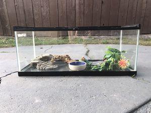 Medium sized terrarium for reptiles for Sale in Hayward, CA