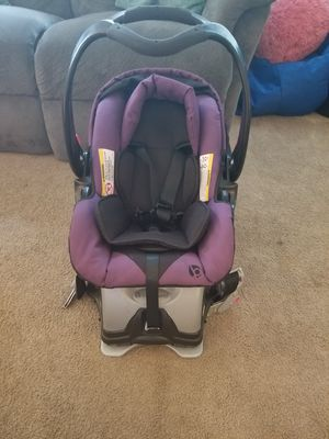 Rear facing car seat w/ base baby trend brand for Sale in Montesano, WA