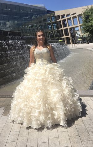 Used quinceanera dress for Sale in Salt Lake City, UT