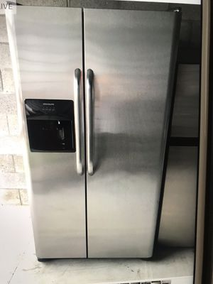 Refrigerator stainless steel Frigidaire for Sale in West Palm Beach, FL
