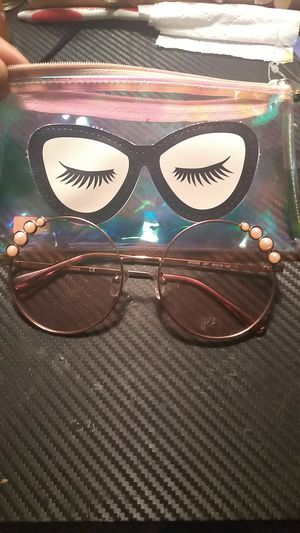 Guess sunglasses Betsey Johnson case for Sale in Lakeland, FL