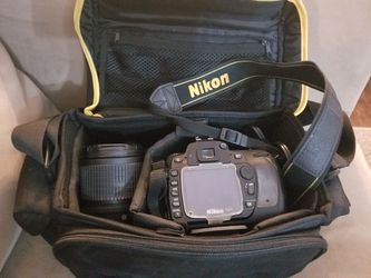 Nikon D80 camera, lenses, charger, 2 batteries, and carrying case for Sale in Los Angeles,  CA