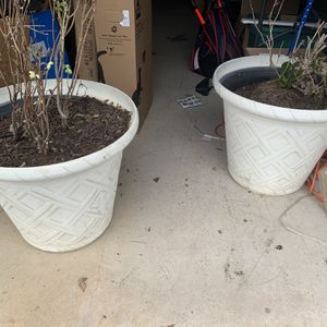 """Pair Of Matching Huge Flower Pots / Planters Approx 22"""" Tall X 20"""" Diameter for Sale in Keller, TX"""