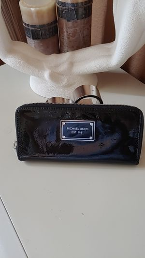 MK patent leather wallet for Sale in Frisco, TX