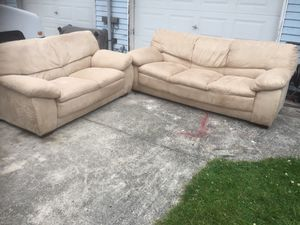 Nice couch and love seat for Sale in Everett, WA