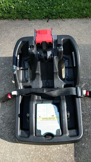 Graco smart lock click connect car seat base for Sale in Brunswick, OH
