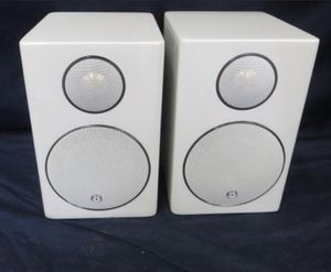 Monitor Audio Radius 90 Bookshelf speakers (High-gloss White) for Sale in Baltimore, MD