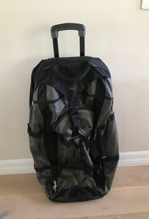 REI wheeled Duffle Bag Luggage Large for Sale in Oakland Park, FL