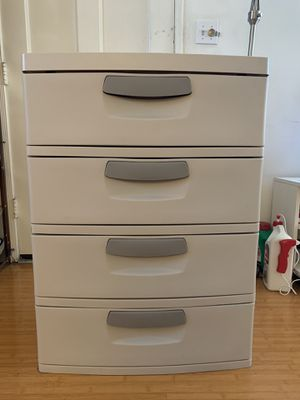 Plastic 4 Drawer for Sale in Alhambra, CA