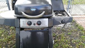 UniFlame Gass BBQ Grill E Can Easily Convert to Charcoal for Sale in Hollywood, FL