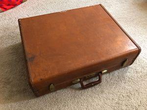 Samsonite streamline suitcase for Sale in Washington, DC