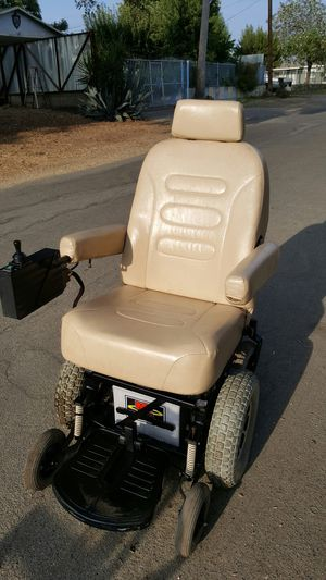 Pride mobility scooter & Bruno curb-sider power lift for Sale in Modesto, CA