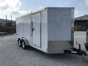 2016 ENCLOSED TRAILER DOUBLE AXLE trailer TITLE IN HAND for Sale in Pasadena, TX