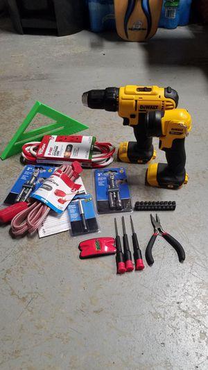 NEW Dewalt 20v MAX drill/driver and flashlight set for Sale in Brambleton, VA