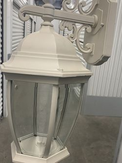 Outdoor Hareired Light Fixture for Sale in Long Beach,  CA