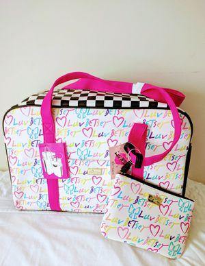 NEW Betsey Weekender Leather Luv Johnson White Fuchsia 2PC Travel Bag for Sale in Annandale, VA