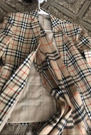 Burberry hugo boss edition suit jacket with scarf (Medium) for Sale in Washington, DC