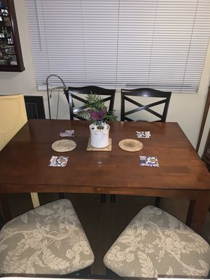 Kitchen table with 4 dining chairs for Sale in Seal Beach, CA