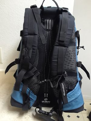 QUECHUA HIKING BACKPACK. IN EXCELLENT SHAPE. for Sale in Dallas, TX