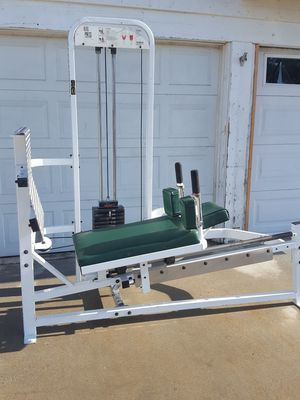 Paramount leg press bench with 400lb weight stack for Sale in Corona, CA