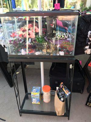 FISH TANK .... (PESERA DE 10 GALONES CON BASE DE FIERRO Y ACCESORIOS for Sale in Phoenix, AZ