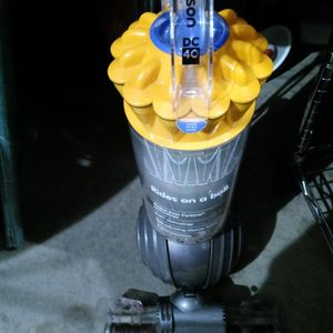 DYSON ROLLER BALL VACUUM for Sale in Columbus, OH