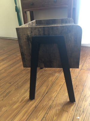 Side table/end table/nightstand for Sale in Tuscaloosa, AL