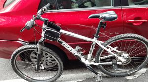 Giant good shape will on the small side good young adult bik for Sale in Boston, MA