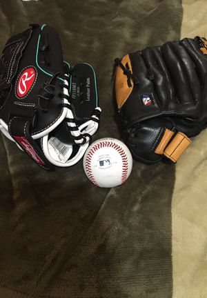 Baseball and softball gloves for Sale in San Francisco, CA