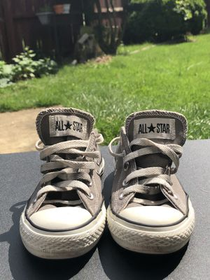Converse low cut color gray size 4 mens womens 6 for Sale in Oxon Hill, MD