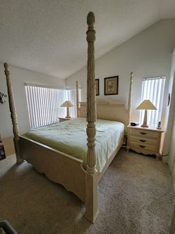 Cal King Bedroom Set With Armoire for Sale in Ontario,  CA