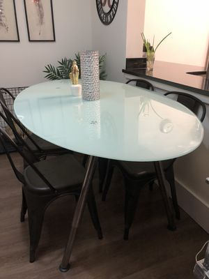 ADJUSTABLE HEIGHT KITCHEN TABLE AND 4 CHAIRS for Sale in Atlanta, GA