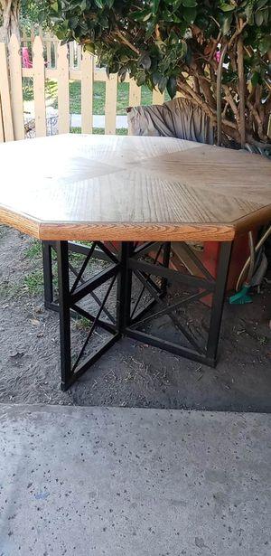 Dinning table, Mesa de comedor for Sale in Bellflower, CA