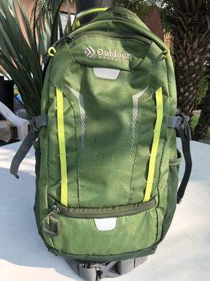 GREEN OUTDOOR PRODUCTS BACKPACK [DELUXE 2-LITER HYDRATION PACK] for Sale in West Covina, CA