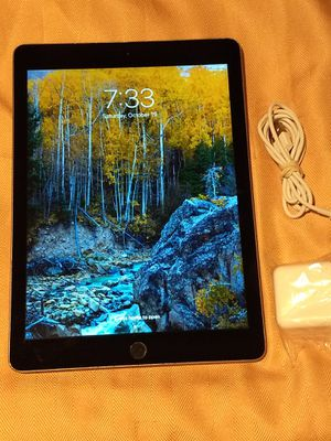 Apple iPad 5th (2017) Generation 32gb WiFi Running iOS 13.1.3 for Sale in Uniontown, OH