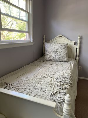 Gorgeous Twin Bed for Sale in Paramus, NJ