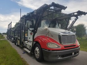 2005 FREIGHTLINER COLUMBIA CAR CARRIER DETROIT SERIE 60 14 LITROS 850K MILLAS for Sale in Princeton, FL