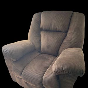 Wall Recliner for Sale in Raymond, WA