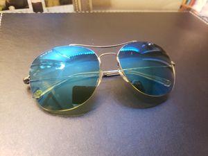 Brand new gucci sunglasses for Sale in Vallejo, CA