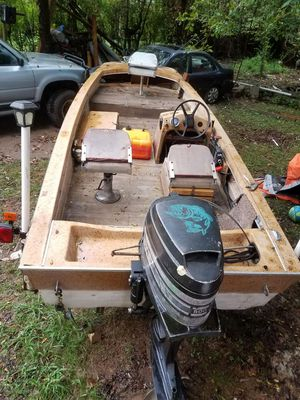 """mercury of 50 hp measures 15 """"1970. new water pump and floor, the trailer has new cable and lights, it does not start. for Sale in Nashville, TN"""