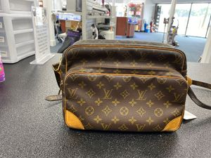 LV Nil Messenger Bag w/papers and cover bag for Sale in Charlotte, NC