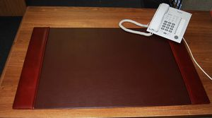Top Grain Leather Desk Pad Classic Brown. ( Brand new in box) for Sale in Jurupa Valley, CA