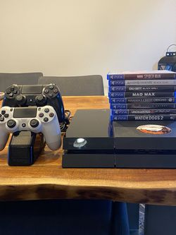PS4 1TB bundle - 2 Controllers, 8 Games, Charging Stand. Console is factory reset and everything is working properly! Just upgraded. for Sale in Tigard,  OR