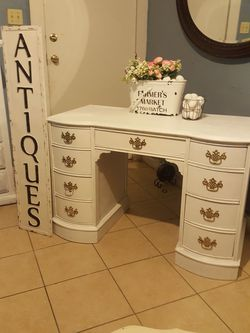 Vintage wood Desk shabby chic white painted BEAUTIFUL 44x30xD20 for Sale in Ontario,  CA