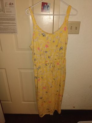 Yellow dress pockets size large never worn for Sale in Cherry Hill, NJ