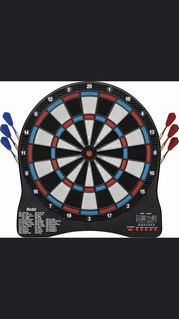 Electronic dart board with extra darts