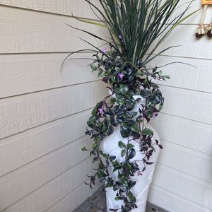 Stone Urn With Flowers for Sale in Spring, TX