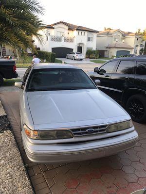 1996 Ford Crown Victoria for Sale in Miami, FL